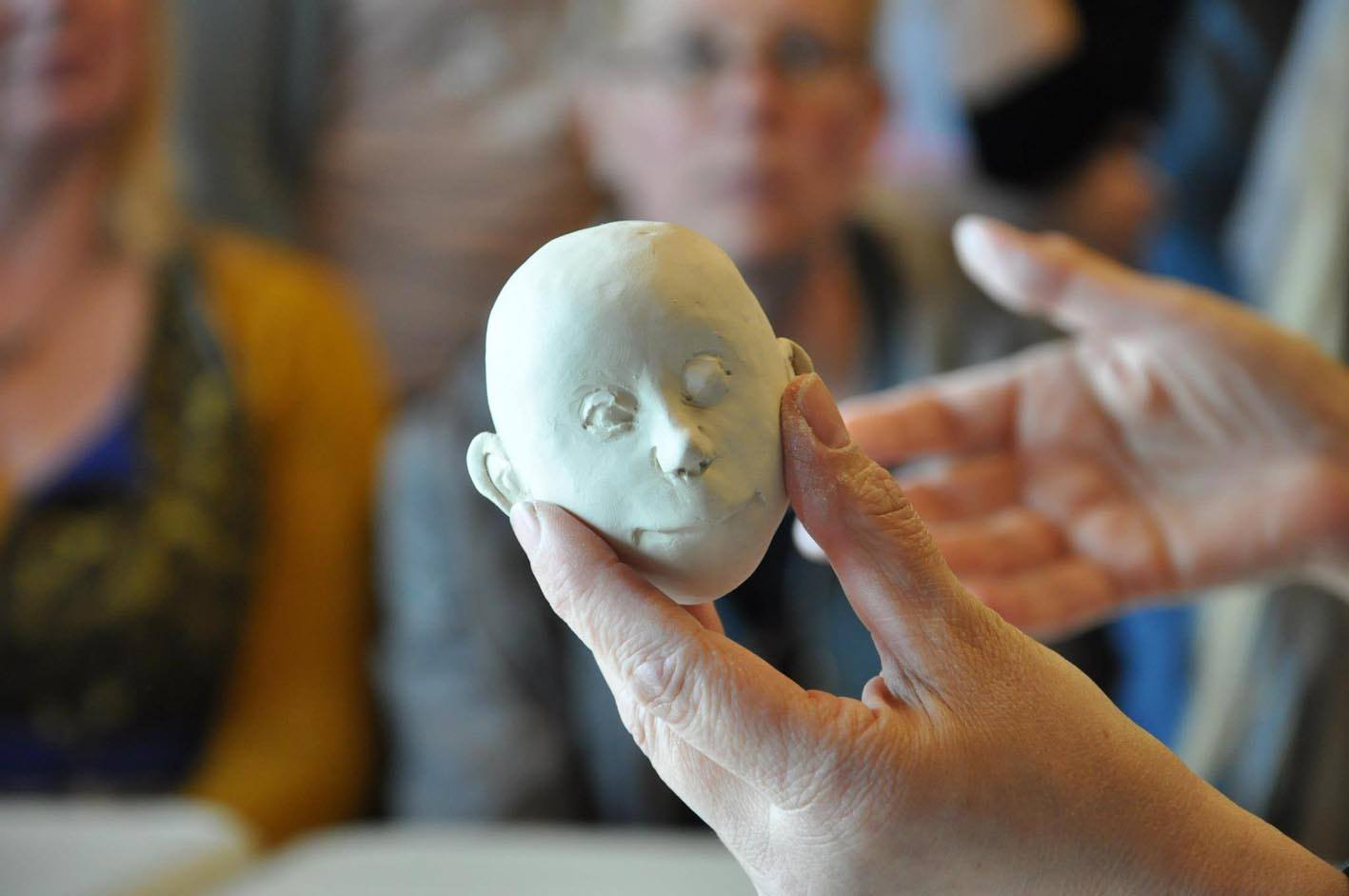 Sculpting a head directly into porcelain without molds